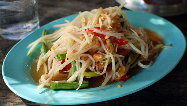 How to Make Som Tam Thai