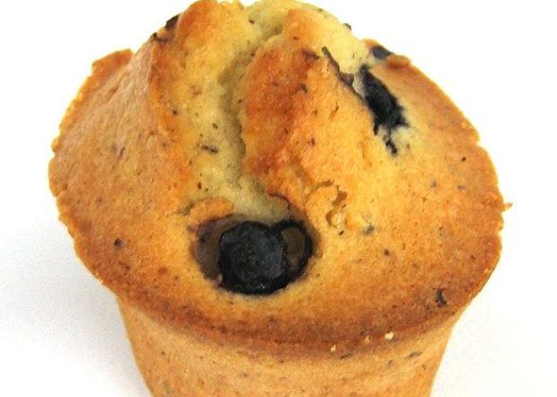 How to Bake Almonds and Blueberry Friands