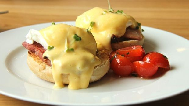 How to Cook Egg Benedict with Aspagaragus