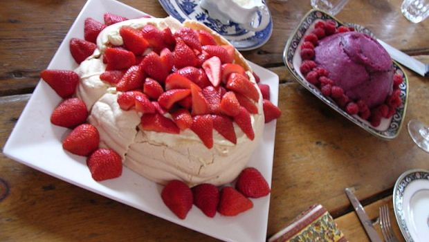 How to Make Strawberry Vacherin